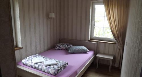 dvivietis kambarys su bendra lova
